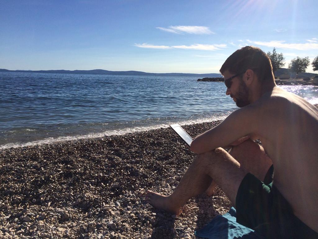 Reading on the shores at Obojana Svjetlost