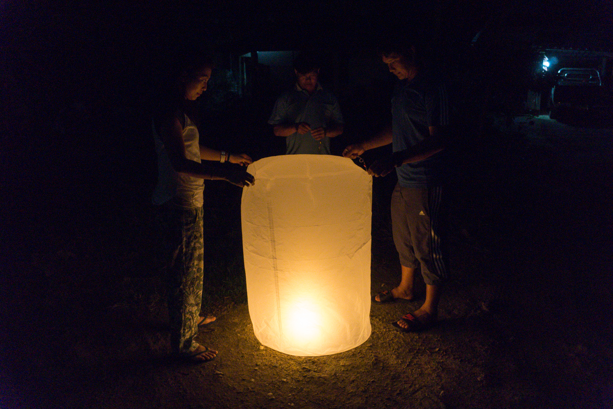 Carole and Tee waiting for the lantern to fill with hot air and wishes.